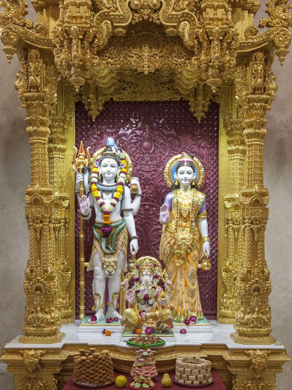 Akshardham: Shri Shiva-Parvati