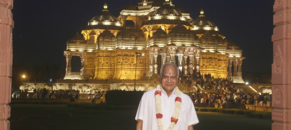 Governor of Assam and the Acting Governor of Meghalaya Shri Banwarilal Purohit at Swaminarayan Akshardham in New Delhi