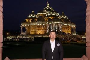 His Excellency President Khaltmaagiin Battulga of Mongolia visited Swaminarayan Akshardham in New Delhi